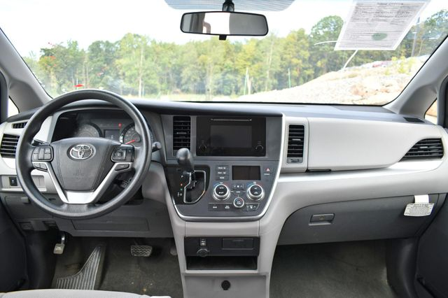 2017 Toyota Sienna L Naugatuck, Connecticut 16