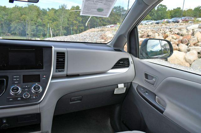 2017 Toyota Sienna L Naugatuck, Connecticut 17