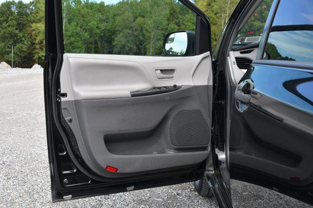 2017 Toyota Sienna L Naugatuck, Connecticut 18
