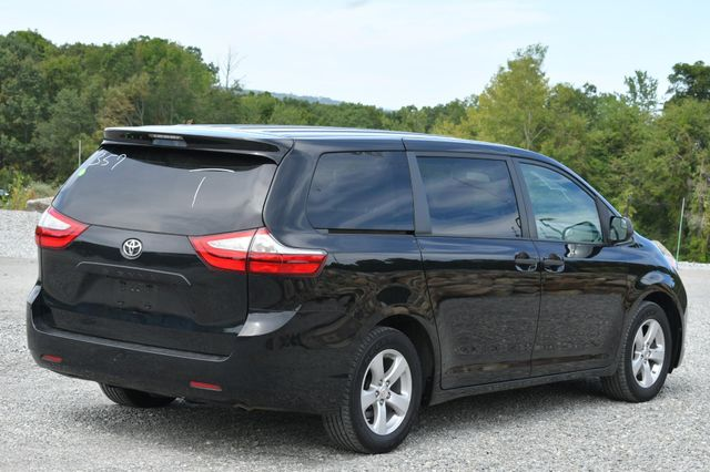 2017 Toyota Sienna L Naugatuck, Connecticut 4