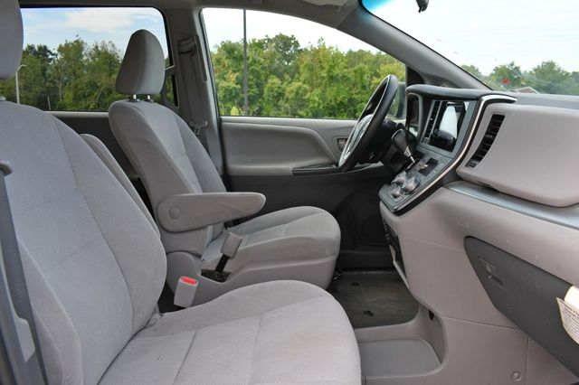 2017 Toyota Sienna L Naugatuck, Connecticut 9