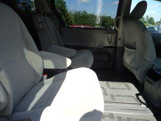 2017 Toyota Sienna LE SEFFNER, Florida 17