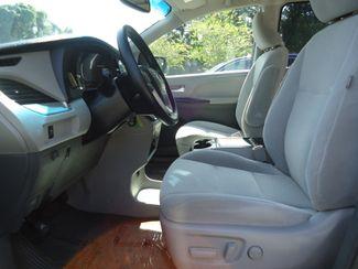2017 Toyota Sienna LE SEFFNER, Florida 3
