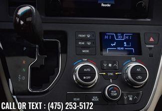 2017 Toyota Sienna XLE Premium Waterbury, Connecticut 33