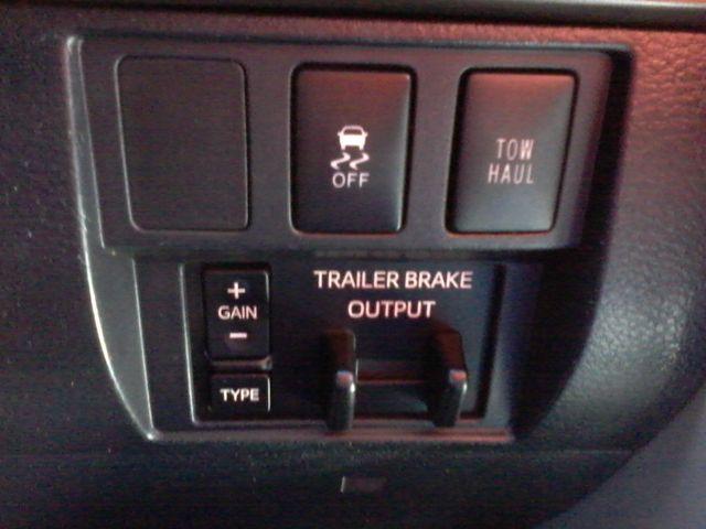 2017 Toyota Tundra 4x4 SR5 TSS  Off Road PKG 4X4 Boerne, Texas 32