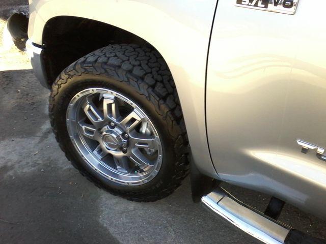2017 Toyota Tundra 4x4 SR5 TSS  Off Road PKG 4X4 Boerne, Texas 36