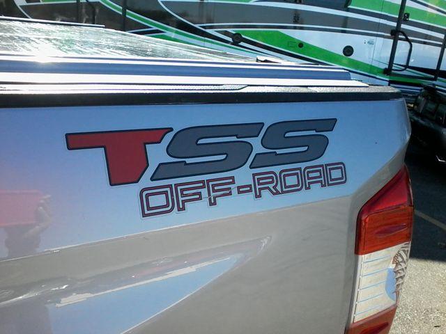 2017 Toyota Tundra 4x4 SR5 TSS  Off Road PKG 4X4 Boerne, Texas 8
