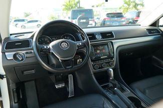 2017 Volkswagen Passat R-Line w/Comfort Pkg Hialeah, Florida 13