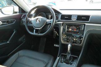 2017 Volkswagen Passat R-Line w/Comfort Pkg Hialeah, Florida 39
