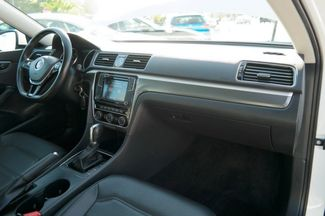 2017 Volkswagen Passat R-Line w/Comfort Pkg Hialeah, Florida 45