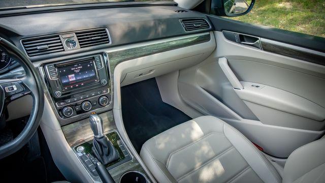 2017 Volkswagen Passat 1.8T SE SUNROOF LEATHER SEATS in Memphis, TN 38115