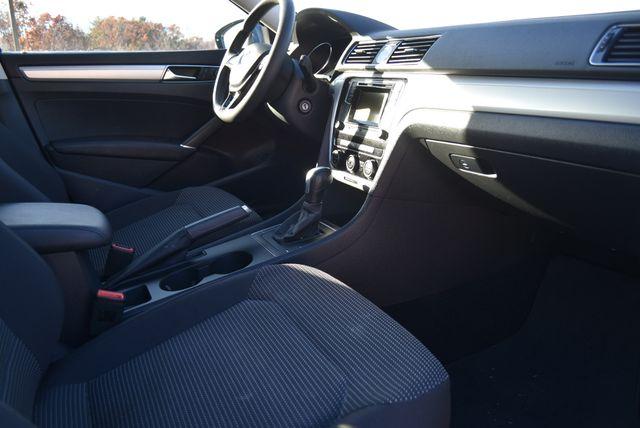 2017 Volkswagen Passat 1.8T S Naugatuck, Connecticut 8
