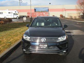 2017 Volkswagen Tourareg Wolfsburg Edition Bend, Oregon 4