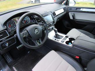 2017 Volkswagen Tourareg Wolfsburg Edition Bend, Oregon 5