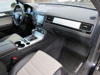 2017 Volkswagen Tourareg Wolfsburg Edition Bend, Oregon 6