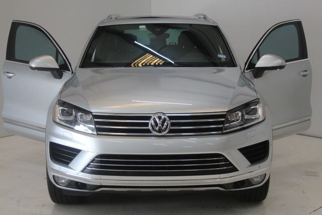 2017 Volkswagen Touareg(Certified till April 2022) Wolfsburg Edition Houston, Texas 3