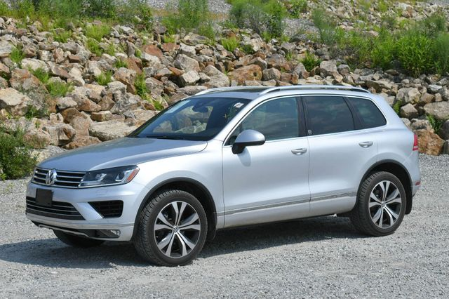 2017 Volkswagen Touareg Wolfsburg Edition Naugatuck, Connecticut 2