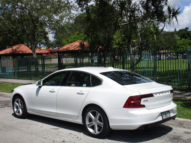 2017 Volvo S90 Momentum Miami, Florida 4