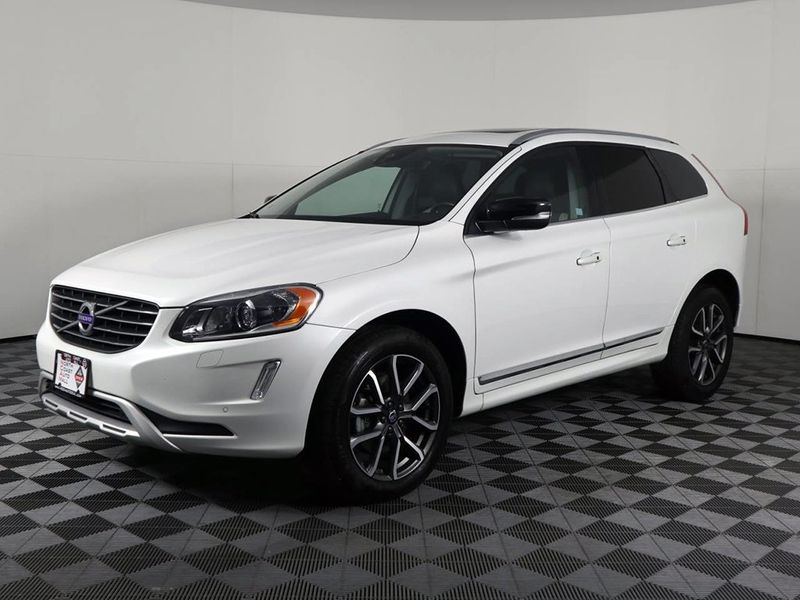 2017 Volvo XC60 Dynamic  city Ohio  North Coast Auto Mall of Cleveland  in Cleveland, Ohio