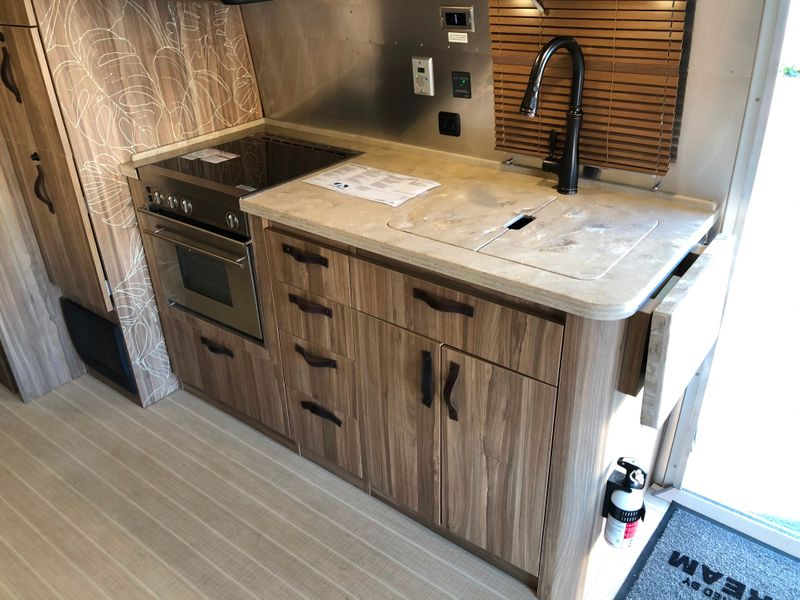 2018 Airstream 27FB Tommy Bahama Edition   in Avondale, AZ