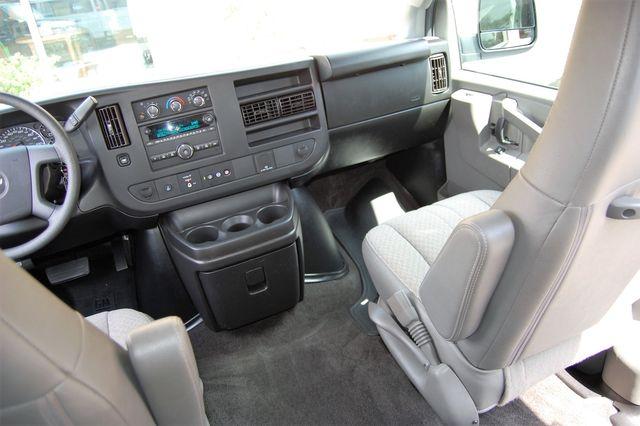 2018 Chevrolet 15 Pass. LT Charlotte, North Carolina 16
