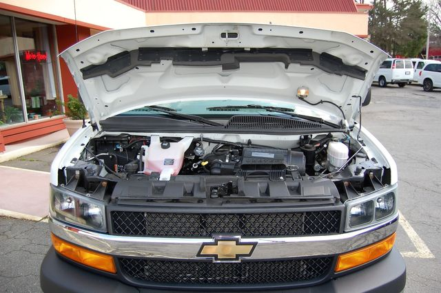 2018 Chevrolet 15 Pass. LT Charlotte, North Carolina 17