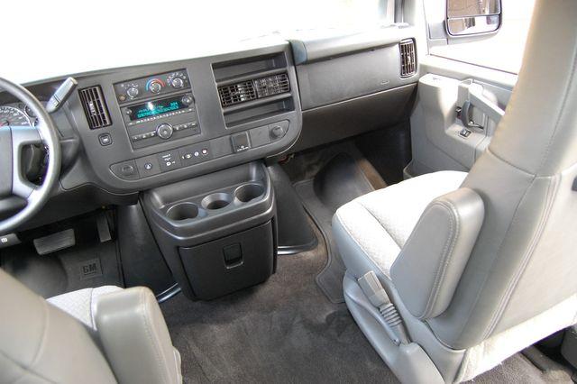 2018 Chevrolet 15 Pass. LT Charlotte, North Carolina 12