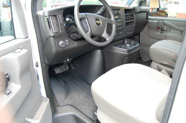 2018 Chevrolet 15 Pass. LT Charlotte, North Carolina 4