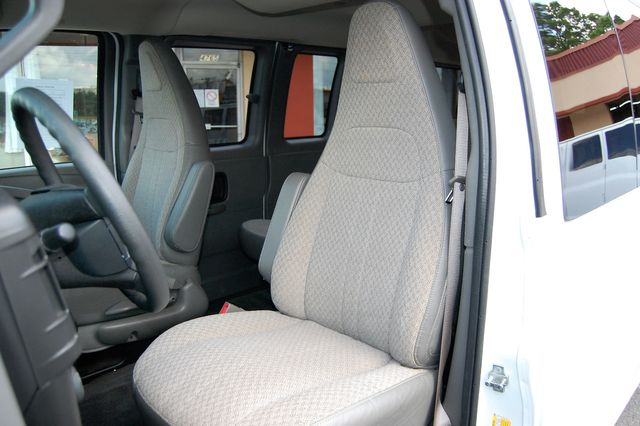 2018 Chevrolet 15 Pass. LT Charlotte, North Carolina 5