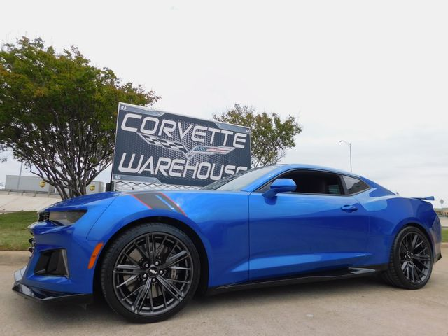 2018 Chevrolet Camaro Coupe ZL1, NAV, Auto, 1-Owner, Graphite Alloys 8k
