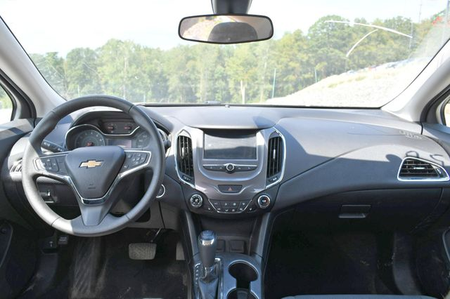 2018 Chevrolet Cruze LT Naugatuck, Connecticut 12
