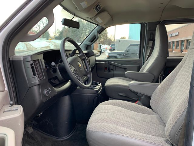 2018 Chevrolet Express Passenger LT Chicago, Illinois 5