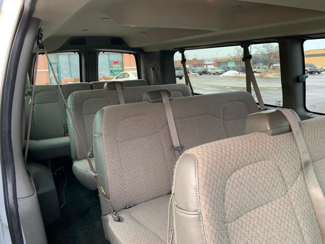 2018 Chevrolet Express Passenger LT Chicago, Illinois 8