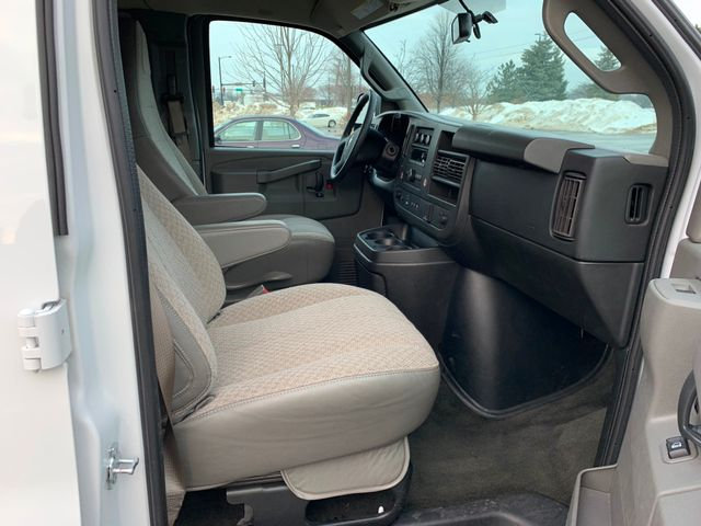 2018 Chevrolet Express Passenger LT Chicago, Illinois 9