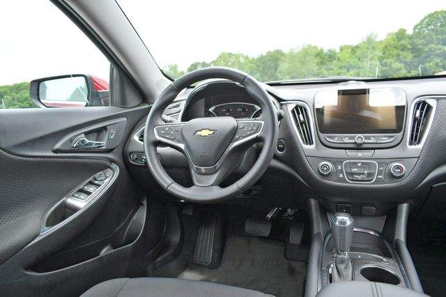 2018 Chevrolet Malibu LT Naugatuck, Connecticut 15