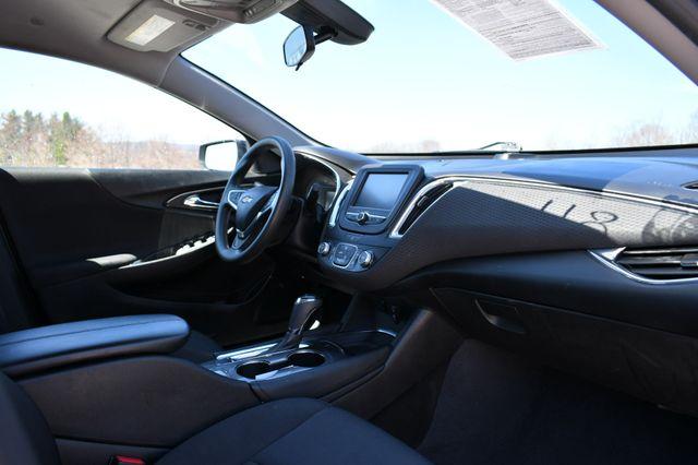 2018 Chevrolet Malibu LT Naugatuck, Connecticut 10