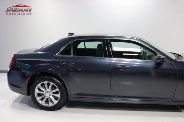 2018 Chrysler 300 Touring Merrillville, Indiana 37
