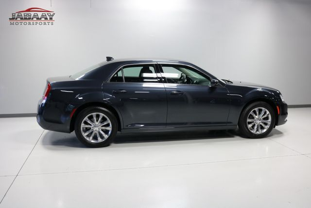 2018 Chrysler 300 Touring Merrillville, Indiana 40