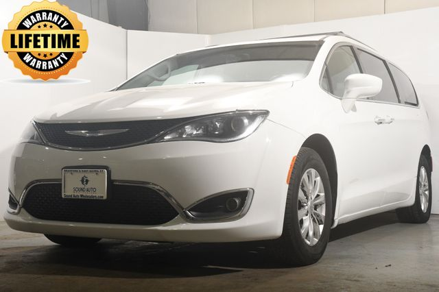 2018 Chrysler Pacifica Touring L w/ Nav/ Safety Tech
