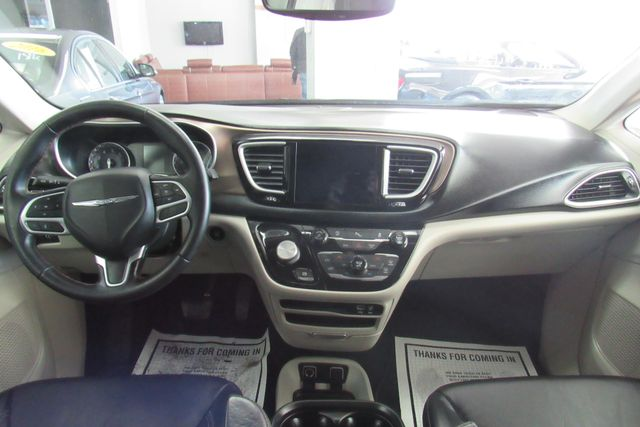 2018 Chrysler Pacifica Touring L W/ NAVIGATION SYSTEM/ BACK UP CAM Chicago, Illinois 11