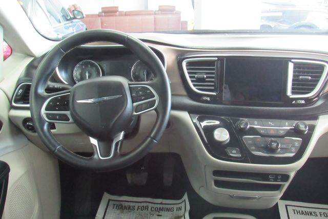 2018 Chrysler Pacifica Touring L W/ NAVIGATION SYSTEM/ BACK UP CAM Chicago, Illinois 12
