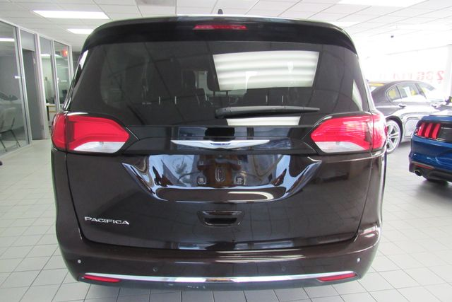 2018 Chrysler Pacifica Touring L W/ NAVIGATION SYSTEM/ BACK UP CAM Chicago, Illinois 9
