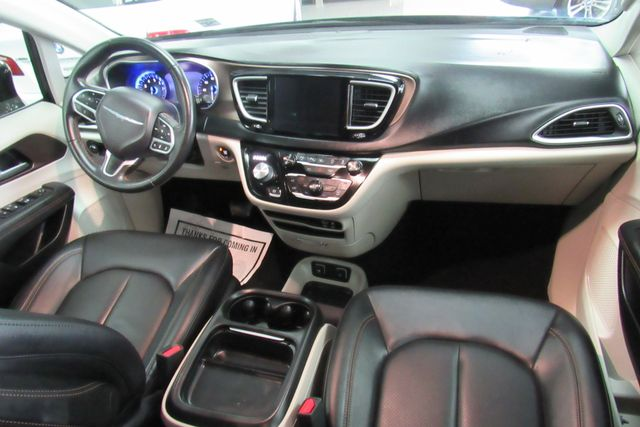 2018 Chrysler Pacifica Touring L W/ NAVIGATION SYSTEM/ BACK UP CAM Chicago, Illinois 15