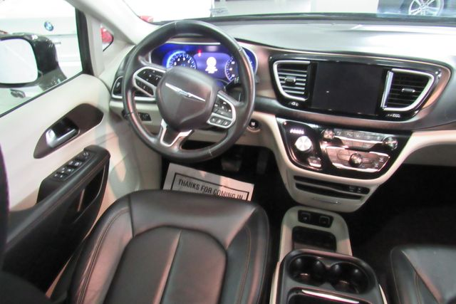 2018 Chrysler Pacifica Touring L W/ NAVIGATION SYSTEM/ BACK UP CAM Chicago, Illinois 16