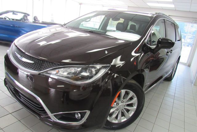 2018 Chrysler Pacifica Touring L W/ NAVIGATION SYSTEM/ BACK UP CAM Chicago, Illinois 3