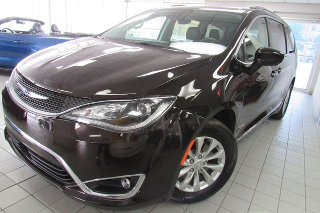 2018 Chrysler Pacifica Touring L W/ NAVIGATION SYSTEM/ BACK UP CAM Chicago, Illinois 4
