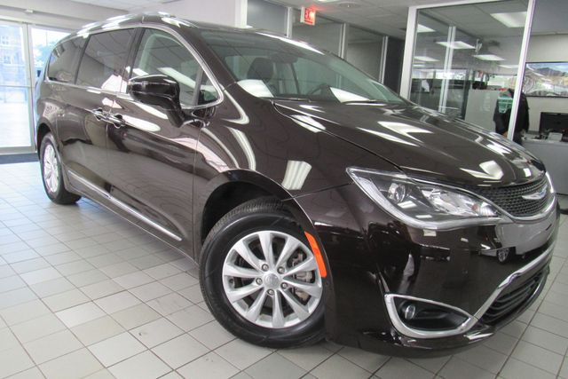 2018 Chrysler Pacifica Touring L W/ NAVIGATION SYSTEM/ BACK UP CAM Chicago, Illinois