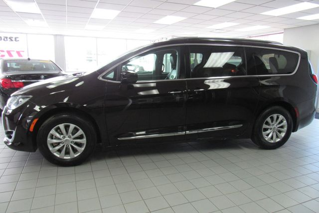 2018 Chrysler Pacifica Touring L W/ NAVIGATION SYSTEM/ BACK UP CAM Chicago, Illinois 7