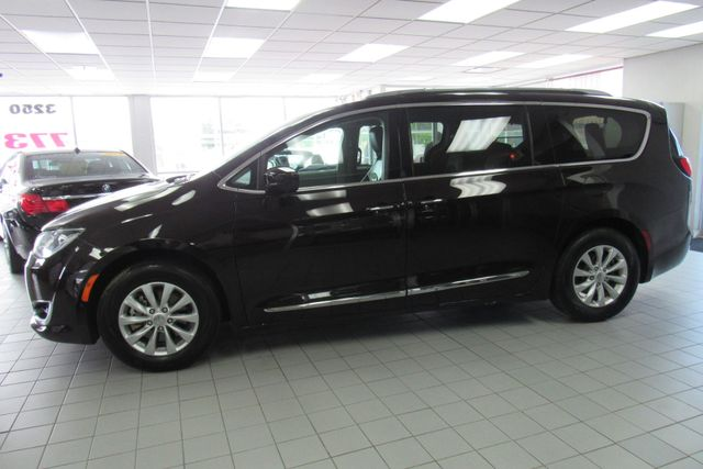 2018 Chrysler Pacifica Touring L W/ NAVIGATION SYSTEM/ BACK UP CAM Chicago, Illinois 8