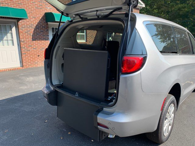 2018 Chrysler Pacifica Handicap wheelchair accessible rear entry Dallas, Georgia 13
